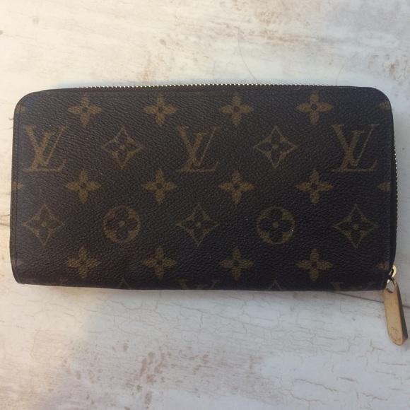 7d2b815d1d2f Louis Vuitton Handbags - Louis Vuitton Zippy Wallet M41895